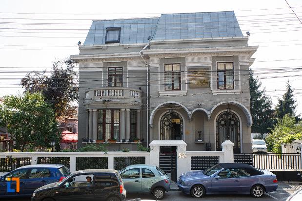 casa-fost-sediu-de-banca-1890-azi-hotel-angelo-doro-din-ploiesti-judetul-prahova.jpg