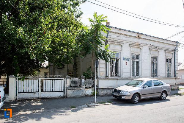 casa-fosta-administratie-financiara-municipala-din-calarasi-judetul-calarasi-vazuta-din-lateral.jpg