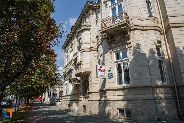 casa-ghita-stoenescu-1885-azi-clinica-din-ploiesti-judetul-prahova-vazuta-din-lateral.jpg