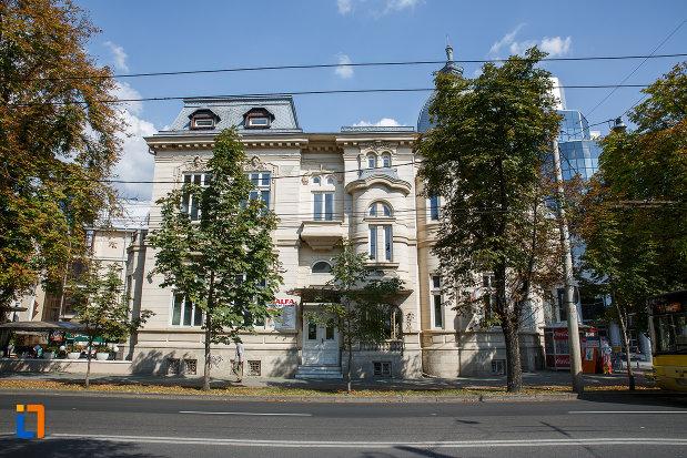 casa-ghita-stoenescu-1885-azi-clinica-din-ploiesti-judetul-prahova.jpg