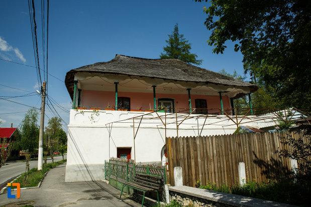 casa-ghivercea-din-ocnele-mari-judetul-valcea-monument-istoric.jpg