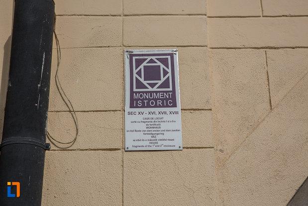 casa-haupt-are-in-curte-fragmente-ale-incintelor-i-si-ii-1694-din-sibiu-judetul-sibiu-monument-istoric.jpg