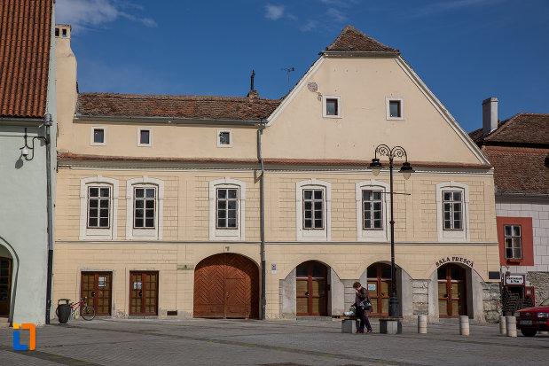 casa-haupt-are-in-curte-fragmente-ale-incintelor-i-si-ii-1694-din-sibiu-judetul-sibiu.jpg