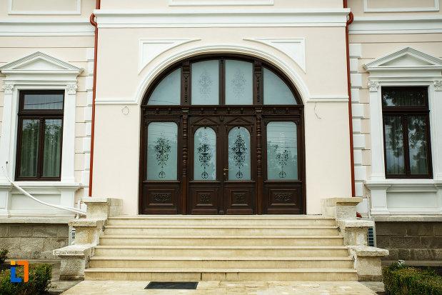 casa-ibraileanu-din-focsani-judetul-vrancea-fotografie-cu-intrarea-principala.jpg