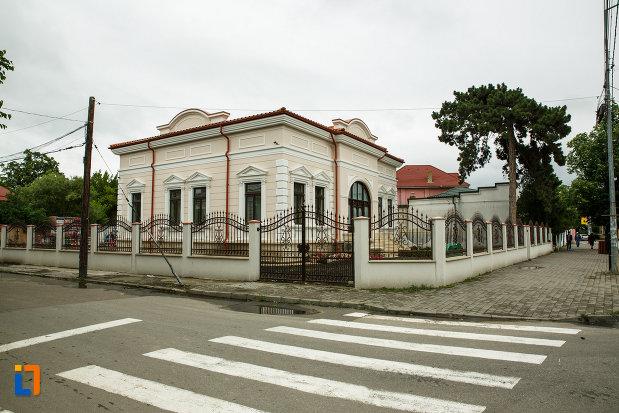 casa-ibraileanu-din-focsani-judetul-vrancea-imagine-cu-intersectia-langa-care-este-amplasata.jpg