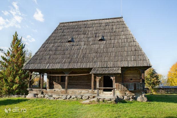 casa-jurca-muzeul-satului-din-sighetu-marmatiei-judetul-maramures.jpg