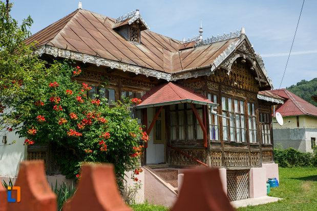 casa-lelia-teodorescu-1890-din-breaza-judetul-prahova.jpg