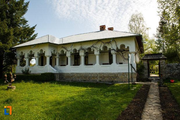 casa-memorial-i-g-duca-complexul-muzeal-maldarasti-judetul-valcea.jpg