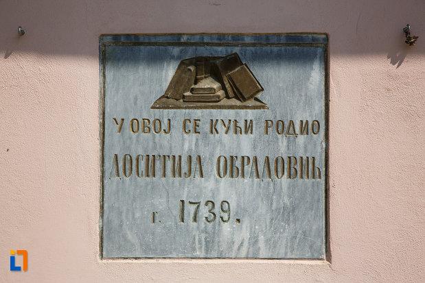 casa-memoriala-dositei-obradovici-din-ciacova-judetul-timis-inscriptie-in-limba-natala-a-scriitorului.jpg