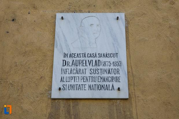 casa-memoriala-dr-aurel-vlad-din-orastie-judetul-hunedoara-placa-informativa.jpg