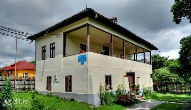 casa-memoriala-george-toparceanu-din-namaiesti.jpg