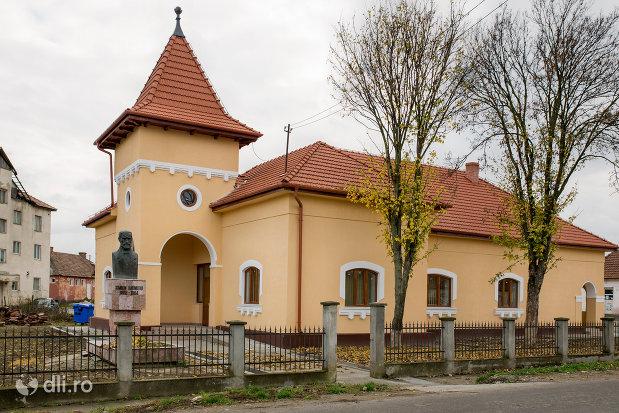 casa-memoriala-simion-barnitiu-din-bocsa-judetul-salaj-vazuta-din-lateral.jpg