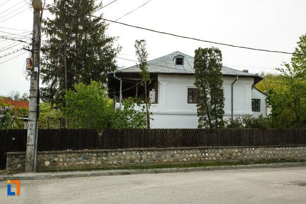 casa-miscurici-1860-din-calimanesti-judetul-valcea.jpg