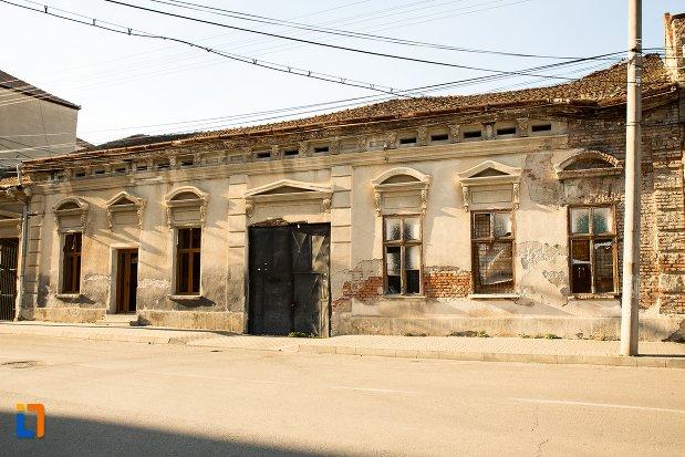 casa-monument-istoric-din-ansamblul-urban-str-primaverii-din-alba-iulia-judetul-alba.jpg