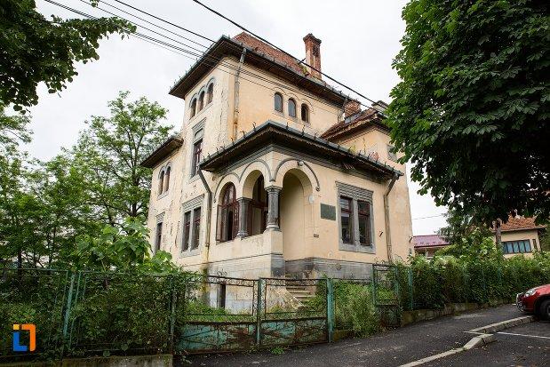 casa-monument-istoric-fostul-sediu-clf-din-curtea-de-arges-judetul-arges.jpg