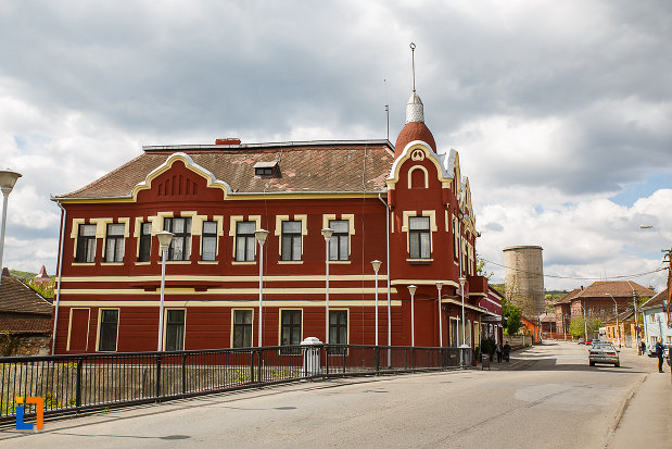casa-monument-istoric-str-bursan-constantin-din-hunedoara-judetul-hunedoara-fotografiat-de-la-distanta.jpg