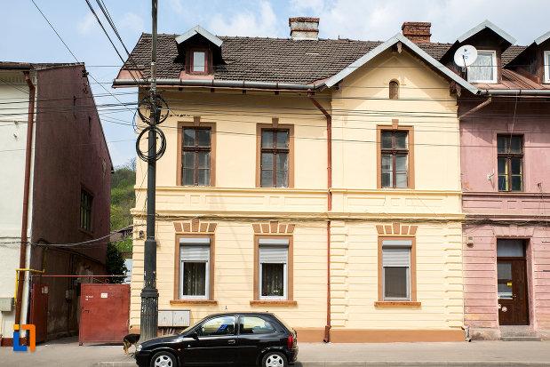casa-oficialilor-udr-azi-locuinte-1875-1900-din-resita-judetul-caras-severin.jpg