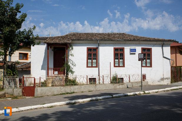 casa-panaghia-expozitia-de-arta-orientala-din-babadag-judetul-tulcea.jpg