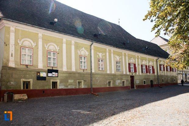 casa-parohiala-evanghelica-a-parohiei-biserica-neagra-din-brasov-judetul-brasov.jpg