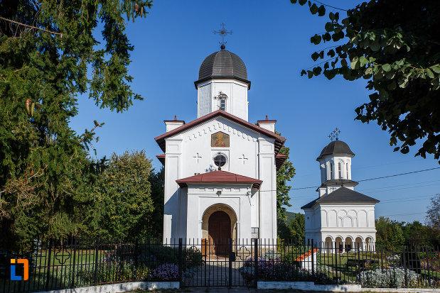 casa-parohiala-si-biserica-sf-nicolae-din-campina-judetul-prahova.jpg