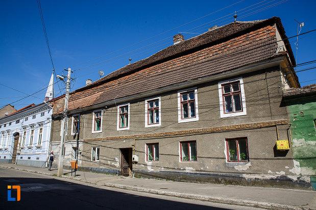 casa-postelor-din-orastie-judetul-hunedoara-monument-istoric.jpg