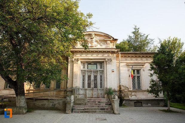 casa-prefectului-azi-administratia-financiara-1880-din-turnu-magurele-judetul-teleorman.jpg