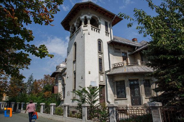 casa-radu-stanian-ulterior-casa-n-constantinescu-bordeni-1850-din-ploiesti-judetul-prahova-monument-de-arhitectura.jpg