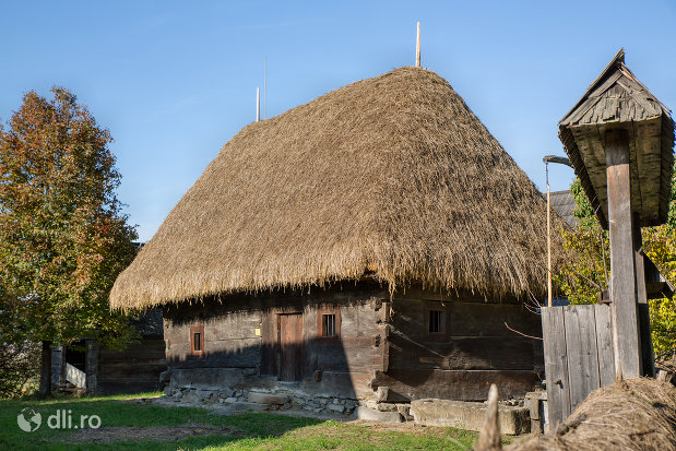 casa-stan-muzeul-satului-din-sighetu-marmatiei-judetul-maramures.jpg