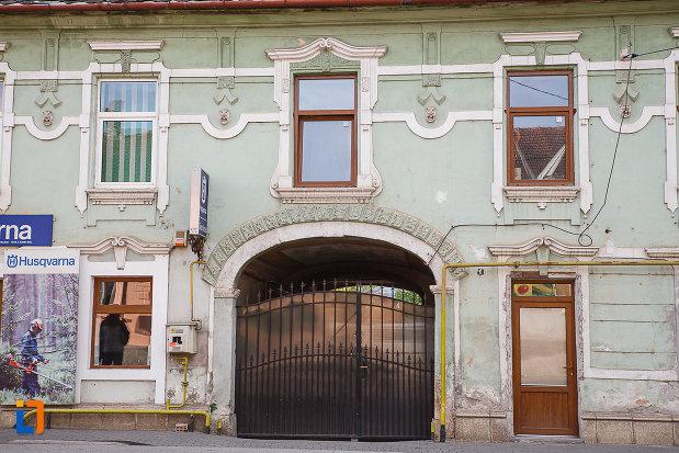 casa-strada-horea-nr-6-hateg-judetul-hunedoara-imagine-cu-poarta.jpg