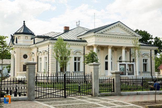 casa-teodor-cincu-azi-muzeul-mixt-din-tecuci-judetul-galati.jpg
