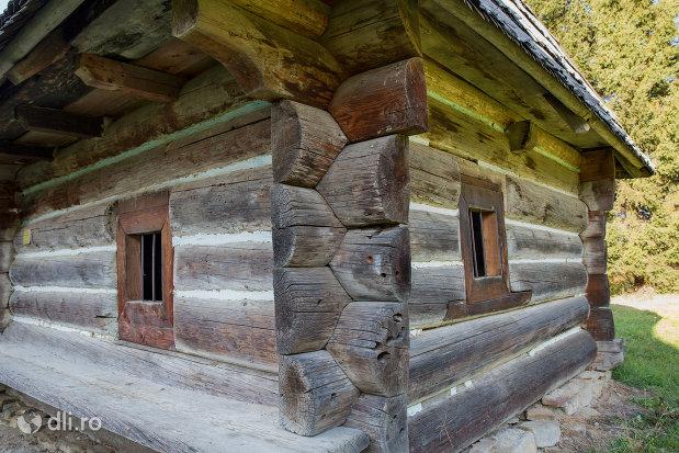 casa-ucraineana-muzeul-satului-din-sighetu-marmatiei-judetul-maramures.jpg