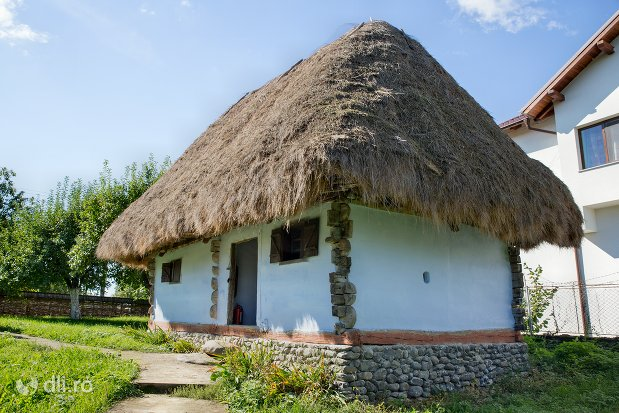 casa-varuita-muzeul-satului-osenesc-din-negresti-oas-judetul-satu-mare.jpg