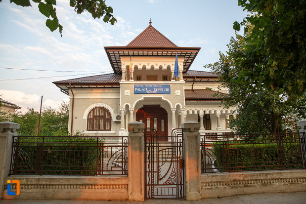 casa-zarzara-palatul-copiilor-din-alexandria-judetul-teleorman.jpg