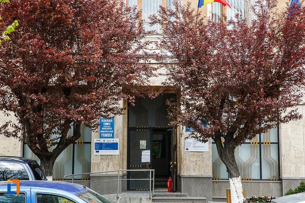 casina-romana-1872-azi-restaurantul-bachus-si-cercul-militar-din-deva-judetul-hunedoara-intrarea.jpg