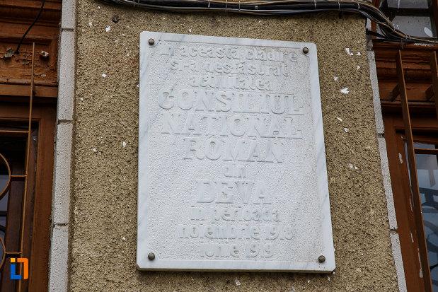 casina-romana-1872-azi-restaurantul-bachus-si-cercul-militar-din-deva-judetul-hunedoara-placa-comemorativa.jpg