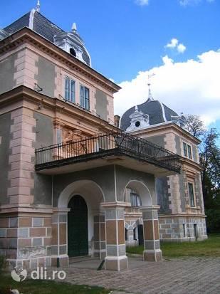 castelul-cernovici.jpg