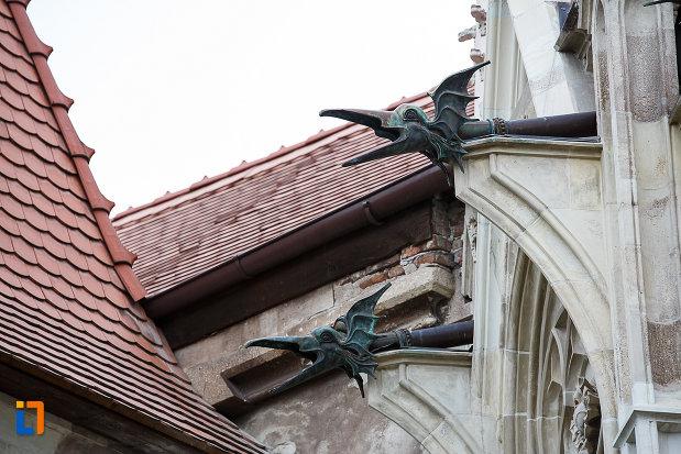 castelul-corvinilor-azi-muzeu-din-hunedoara-judetul-hunedoara-detalii-de-la-acoperis.jpg