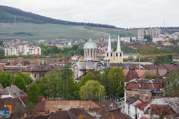 castelul-corvinilor-azi-muzeu-din-hunedoara-judetul-hunedoara-imagine-cu-orasul-inconjurator.jpg