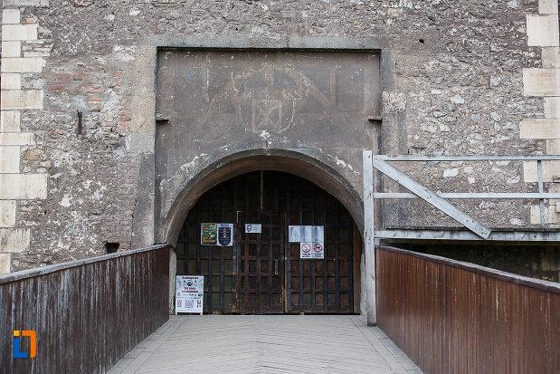 castelul-corvinilor-azi-muzeu-din-hunedoara-judetul-hunedoara-pe-podul-edificiului.jpg