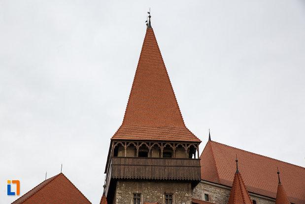 castelul-corvinilor-azi-muzeu-din-hunedoara-judetul-hunedoara-turn-dreptunghiular.jpg