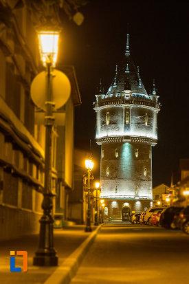 castelul-de-apa-din-drobeta-turnu-severin-judetul-mehedinti-iluminat-pe-timp-de-noapte.jpg