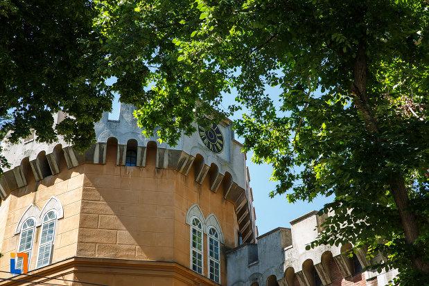 castelul-huniade-din-timisoara-judetul-timis-turn-cu-ceas.jpg