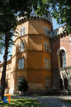 castelul-huniade-din-timisoara-judetul-timis-vazut-din-spate.jpg