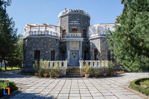 castelul-iulia-hasdeu-din-campina-judetul-prahova.jpg