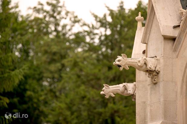 castelul-karolyi-din-carei-sculpturi-de-pe-castel.jpg
