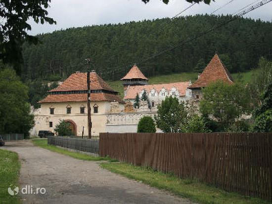 castelul-lazar.jpg