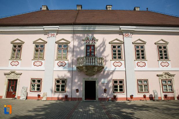 castelul-magna-curia-castelul-bethlen-din-deva-judetul-hunedoara-2.jpg