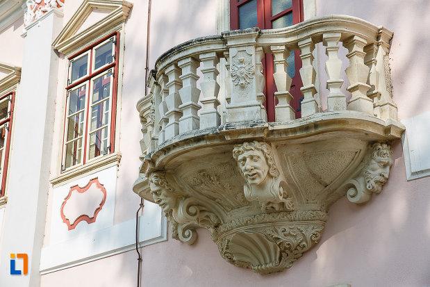 castelul-magna-curia-castelul-bethlen-din-deva-judetul-hunedoara-detaliile-deosebite-ale-balconului.jpg
