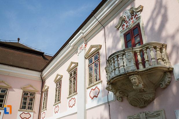 castelul-magna-curia-castelul-bethlen-din-deva-judetul-hunedoara-imagine-cu-ferestrele.jpg