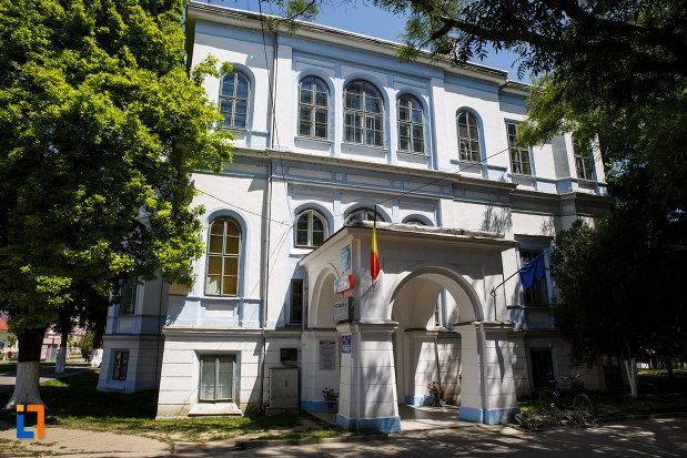 castelul-nako-1864-muzeul-bartok-bela-din-sannicolau-mare-imagine-cu-intrarea-principala.jpg
